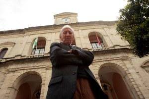 Emilio el hombre de los plenos del ayuntamiento