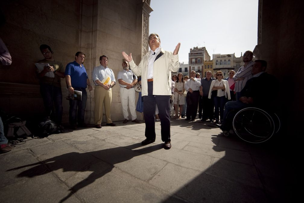 Sevilla (Andalucía)-Zoido presenta sus propuestas para que las administraciones cumplan su compromiso con Sevilla.18-5-2011.Foto cortesía del PP de Sevilla.