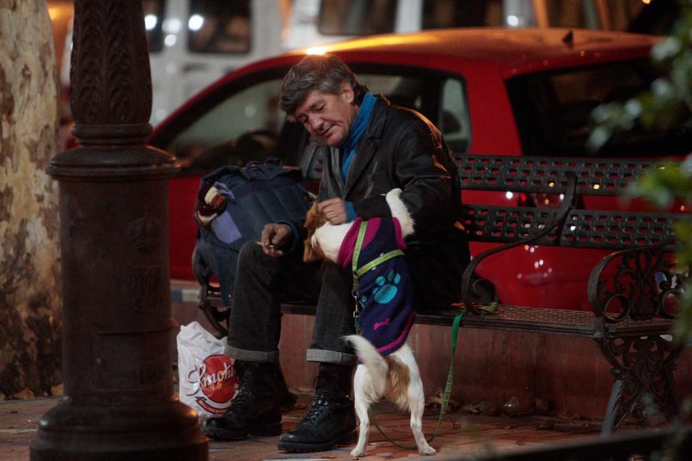 Reportaje de personas sin techo con los servicios sociales del A